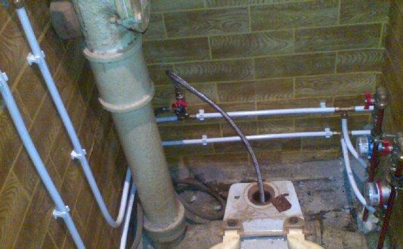 Установка водопроводных труб